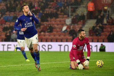 """Gobierno británico pide a futbolistas que se """"bajen el sueldo"""""""
