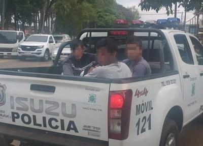 Detienen a tres jóvenes por hurto