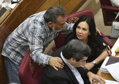 """Senadora Bajac sale a """"defenderse"""" y Fiscalía abre investigación"""