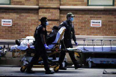 Récord de 1.169 muertos en un día por covid-19 en EEUU