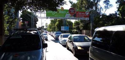 Sigue el intenso tránsito en Asunción, pero todos exhiben permisos para circular