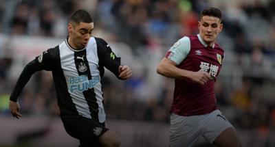 Futbolistas ingleses se resisten a ver reducidos sus salarios