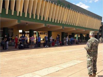 Paraguayos llegaron de Uruguay y cumplirán cuarentena