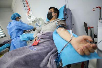 Pacientes que superaron COVID-19 donan su plasma para salvar vidas