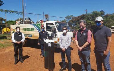 Sindicato de Ingenieros de Itaipú entrega balones de oxígeno a Salud