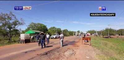 Pobladores de San Pedro bloquean ingreso de reclusos a la ciudad
