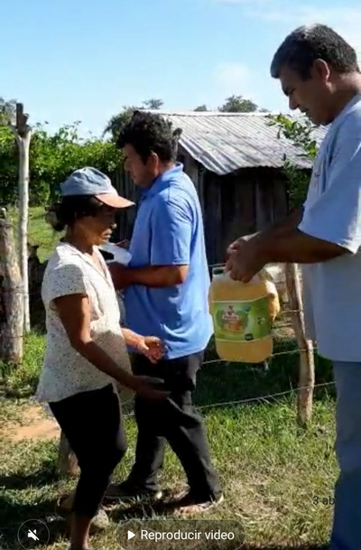 Familias muy humildes de Loreto reciben víveres