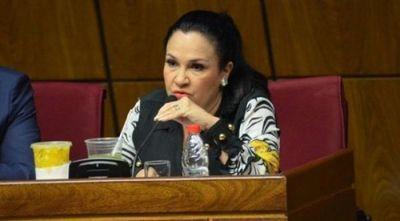 Senadora asistió a sesión pese a presentar síntomas y sin tapabocas