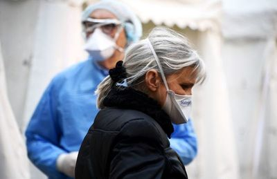 Francia libera cargamento de mascarillas sueco dirigido a Italia y España
