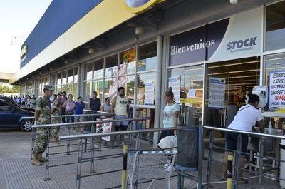 Movimiento en comercios y supermercados cayó entre el 50% y el 70%, según Google Maps