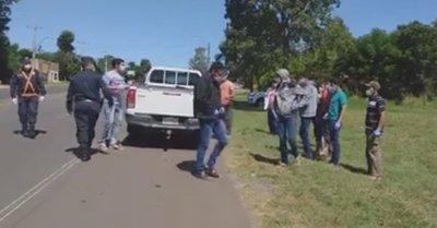 San Ignacio: viajaban 12 personas en la carrocería de una camioneta y quisieron ingresar a la ciudad