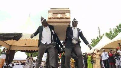 La historia detrás de los memes virales de los africanos que bailan con un ataúd