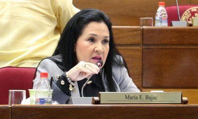Piden renuncia de senadora Bajac
