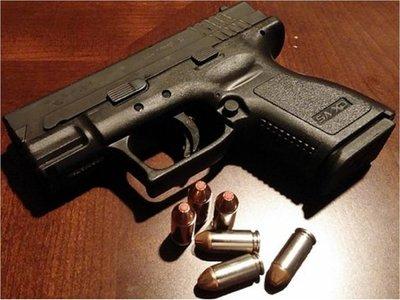 Detuvieron a joven por supuestamente amenazar y golpear con arma de fuego a una mujer