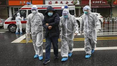 Wuhan se despide de los médicos que acudieron a luchar contra el coronavirus