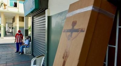 ECUADOR: REPARTEN ATAÚDES DE CARTÓN PARA SEPULTAR A VÍCTIMAS FATALES DEL CORONAVIRUS