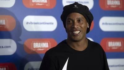 """Ronaldinho cumple un mes en la cárcel y este es el video que grabó junto a su """"compañero de ataque"""""""