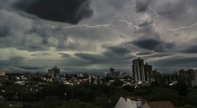 Meteorología emite alerta de tormentas para seis departamentos