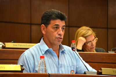 COVID-19: 'No se abrió el grifo', defiende senador sobre royalties para municipalidades
