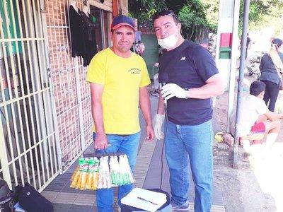 Caramelero donó víveres y conmovió con su solidaridad