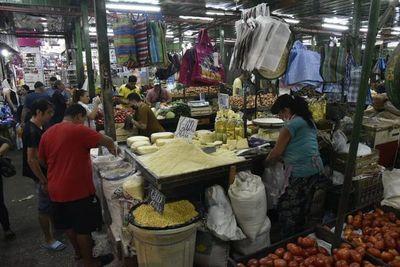 En el Mercado 4 trabajan con pocas medidas sanitarias ante la necesidad