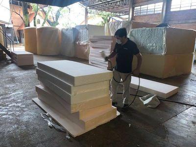 Fabrican más de 300 colchones para hospitales de contingencia