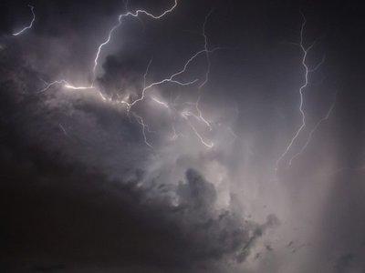 Alerta de tormentas disminuye a seis departamentos del país