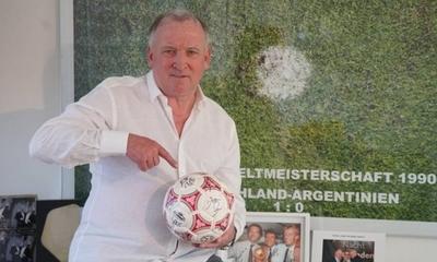 HOY / Brehme subasta balón de la final del Mundial de Italia para luchar contra el coronavirus