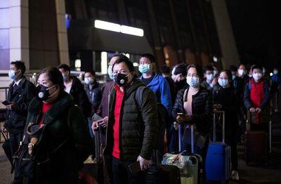 Miles de pasajeros abandonan Wuhan tras fin del confinamiento