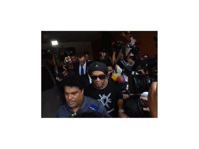 Ronaldinho saldrá de la Agrupación para cumplir prisión domiciliaria en hotel