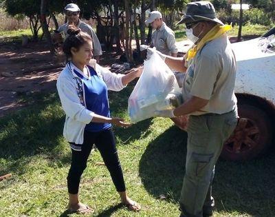 Familias que residen en asentamientos reciben kits de alimentos