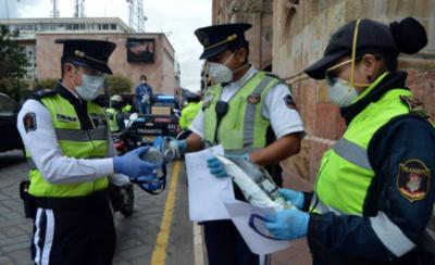 HOY / Ecuador realiza pocas pruebas y la realidad no se muestra tal cual es, afirma médica paraguaya