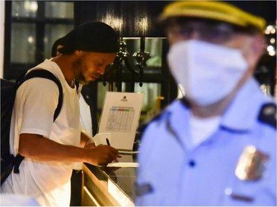 Ronaldinho dejó ayer   la Agrupación y cumplirá arresto en un hotel