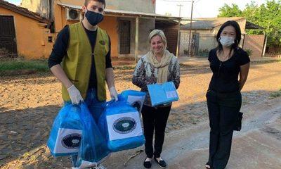 Fiscales reciben donación de protectores para tapabocas