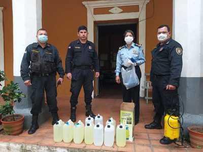Policías donan insumos sanitarios en el departamento de Cordillera