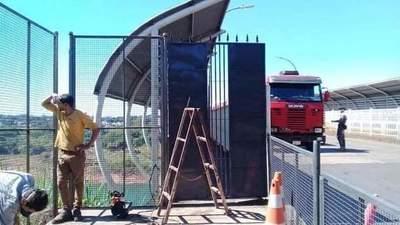 Instalan portones en Puente de la Amistad para impedir ingreso de peatones