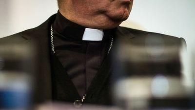 Sacerdotes ofrecen contención espiritual por teléfono durante cuarentena