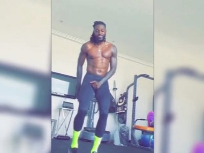 Adebayor lanza un reto para Cristiano y Drogba