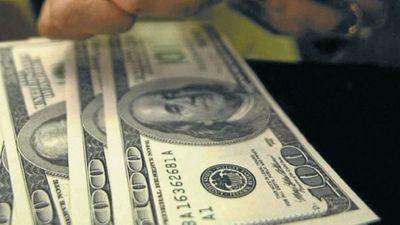Dólar tranquilo en el país, pero fuerte en la región