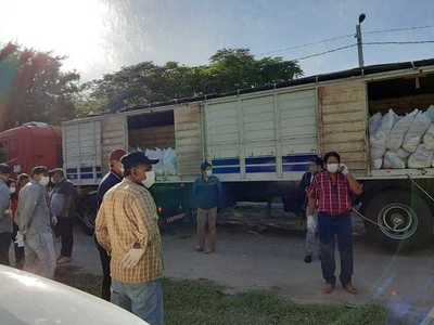 Municipalidad de San Lázaro entrega víveres a familias humildes