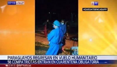 Ingresan al país 56 compatriotas en vuelo humanitario desde Perú y Bolivia.