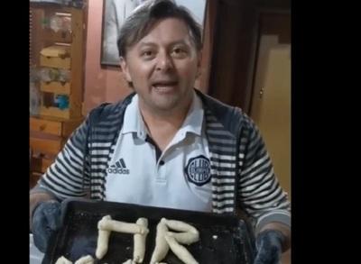 Siguiendo la receta de su abuela, HR preparó la tradicional chipa