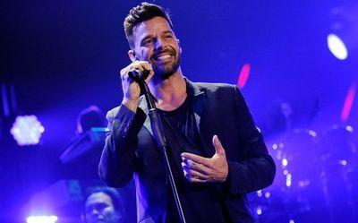 """Ricky Martin lanzará a la medianoche remezcla de """"Tiburones"""" junto a Farruko"""