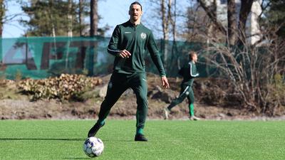Ibrahimovic se moviliza en el Hammarby de Suecia