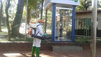 Siguen con desinfección de espacios públicos