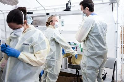 Coronavirus azota a EE.UU.: supera los 15 mil fallecidos