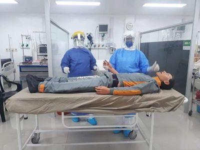 Simulacro para atender a pacientes con COVID-19 positivo