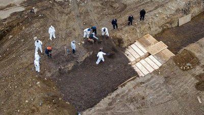 EE.UU: ENTIERROS MASIVOS DE VÍCTIMAS DEL CORONAVIRUS EN GIGANTESCAS FOSAS COMUNES
