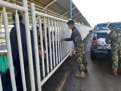 Compatriotas varados en el puente de la Amistad serán llevados a albergues hoy, dice ministro