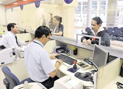 No se cancelan cuentas, pero bancos aplican fuertes multas